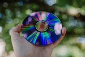 Har den moderna teknologin gjort att vinylskivan, kassettband och CD-skivan försvunnit